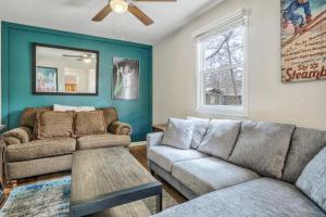 A seating area at 1BR Getaway, Ivywild Neighborhood