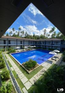 The swimming pool at or near Huni Lio