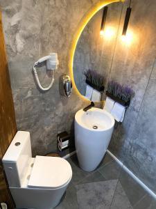 A bathroom at Shard Boutique Hotel