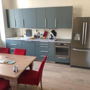 A kitchen or kitchenette at Paradis