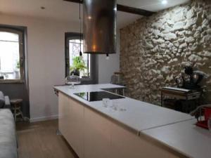 A kitchen or kitchenette at Sur le Vieux Port