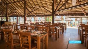 A restaurant or other place to eat at Vila Galé Fortaleza