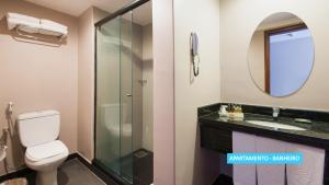 A bathroom at Vila Galé Fortaleza