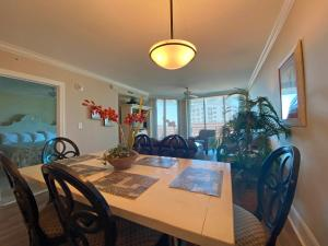 A restaurant or other place to eat at Mar Vista Grande by Palmetto Vacation Rentals