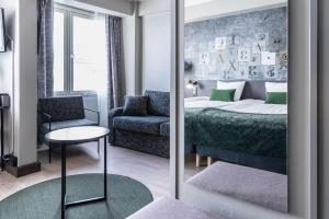 A bed or beds in a room at Scandic Kallio
