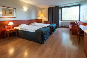 A bed or beds in a room at Scandic Waskia