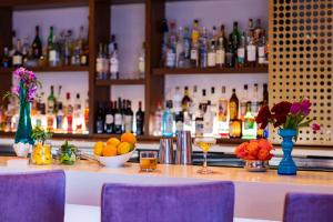 The lounge or bar area at Hotel Colee, Atlanta Buckhead, Autograph Collection