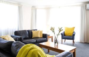 A seating area at Belle Mer Beachfront Apartments - Self Serviced