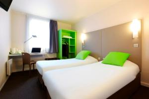 Cama o camas de una habitación en Campanile Paris Est Bobigny