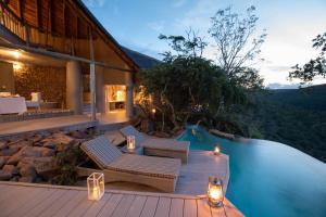 The swimming pool at or close to Clifftop Exclusive Safari Hideaway