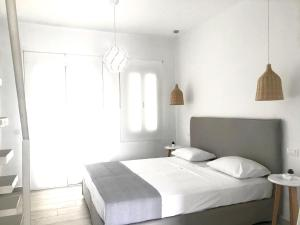 A bed or beds in a room at Sol Mykonos Studios