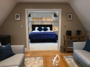 A bed or beds in a room at The Houblon Arms