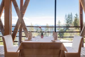 A restaurant or other place to eat at Vigilius Mountain Resort