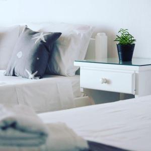 Ένα ή περισσότερα κρεβάτια σε δωμάτιο στο Ξενοδοχείο Φυσιλάνης
