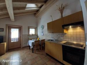 Kuchyň nebo kuchyňský kout v ubytování Appartamenti Lorenza
