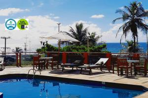 The swimming pool at or close to Bahiamar Hotel