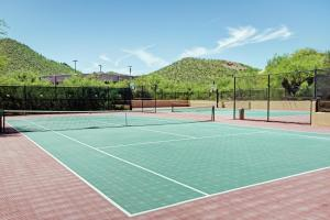Tennis and/or squash facilities at Starr Pass Golf Suites or nearby