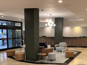 The lounge or bar area at Crowne Plaza Hotel Portland-Downtown Convention Center, an IHG Hotel