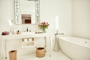 A bathroom at UR Palacio Avenida