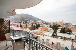 Ein Balkon oder eine Terrasse in der Unterkunft Hotel Flower