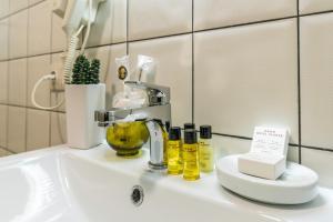 Ein Badezimmer in der Unterkunft Hotel Flower