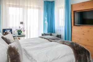 Ein Bett oder Betten in einem Zimmer der Unterkunft Das Aunhamer Suite & Spa Hotel