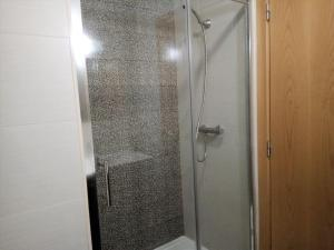 A bathroom at Dunas 3- Elegante, 150mt Praia, Wifi