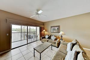 A seating area at Dual-Suite Lake-View Escape - Mins to Disney World condo