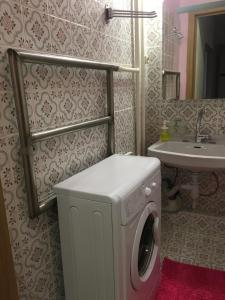 A bathroom at Victory Park Apartments