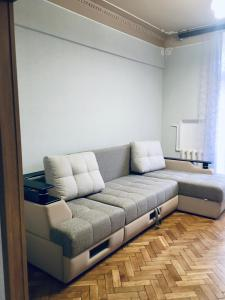 A seating area at Victory Park Apartments