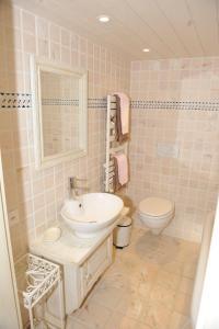 A bathroom at Chalet Nyati
