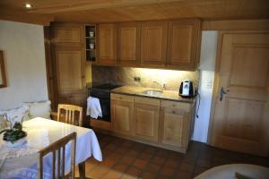 A kitchen or kitchenette at Chalet Nyati