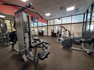 The fitness center and/or fitness facilities at Ramkota Hotel Watertown
