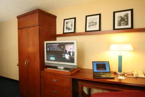 A television and/or entertainment centre at Courtyard by Marriott Anchorage Airport