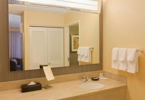 A bathroom at Courtyard by Marriott Anchorage Airport