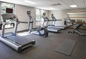 The fitness center and/or fitness facilities at Courtyard by Marriott Anchorage Airport