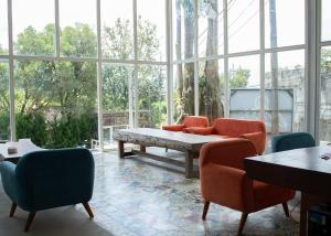 A seating area at Rockwood Resort & Villa's