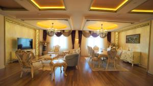A restaurant or other place to eat at Wyndham Batumi