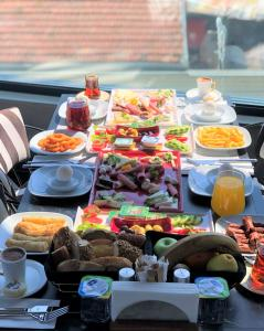 Breakfast options available to guests at Ferman Port Hotel