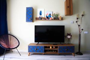 A television and/or entertainment center at Dominic Apartment by the Forest