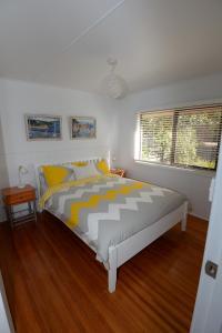 A bed or beds in a room at Sea-Esta @ Inverloch