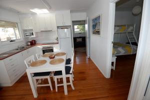 A kitchen or kitchenette at Sea-Esta @ Inverloch