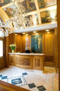 The lobby or reception area at Hotel Joli