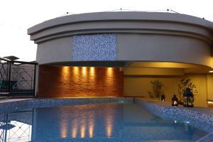 A piscina localizada em Oasis Plaza Hotel ou nos arredores