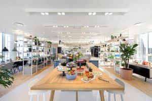 A restaurant or other place to eat at Zoku Copenhagen