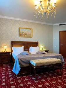 Кровать или кровати в номере Гранд Отель Астрахань