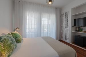 A bed or beds in a room at CASA DA EIRA Boutique Houses
