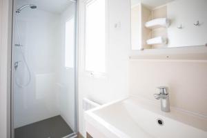 Een badkamer bij Camping RCN Belledonne