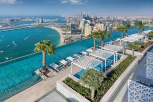 נוף של הבריכה ב-Address Beach Resort או בסביבה