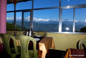 A restaurant or other place to eat at Vamoose Kanchan Valley